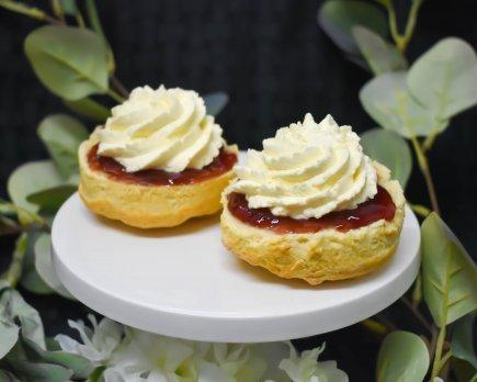 Lemonade scones topped with jam and cream (v)