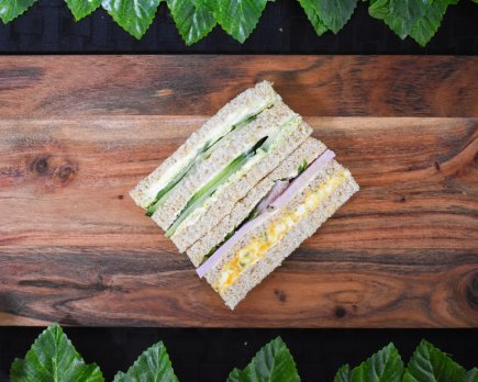 Finger sandwiches- Ham, egg mayo, and spring onion – Pesto cream cheese, cucumber (2pp)
