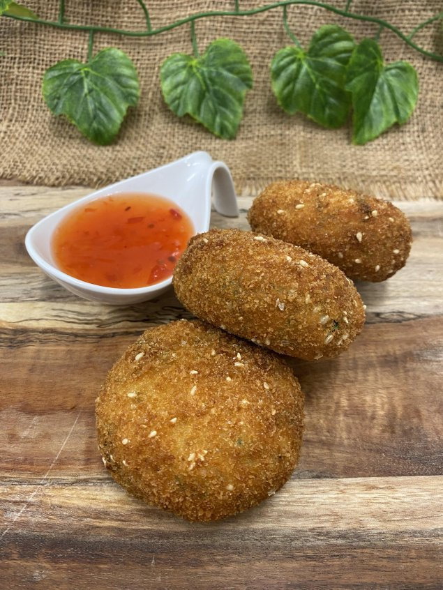 Thai style fish cakes with sweet chilli dipping sauce